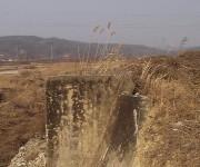 安東市内、旧慶北線跡の橋台 (2004年1月撮影)