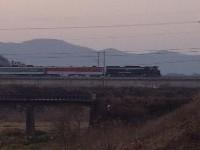 湖南線・羅州−老安間、旧線跡の上から撮った列車