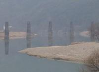 蟾津江に残る未成線の橋脚・2.16更新